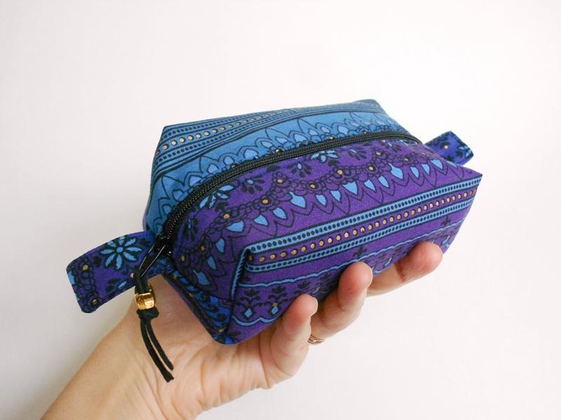 Trousse blu/viola con dettagli oro